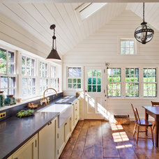 Beach Style Kitchen by Nantucket Architecture Group Ltd.