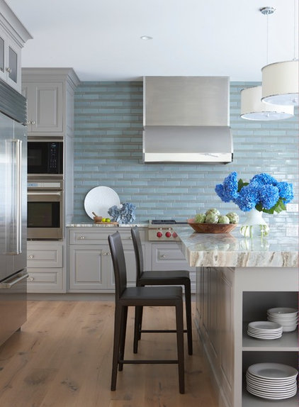 Beach Style Kitchen by threshold interiors