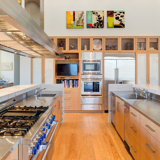 75 Beautiful Kitchen With Light Wood Cabinets And Stainless Steel Countertops Pictures Ideas August 2021 Houzz
