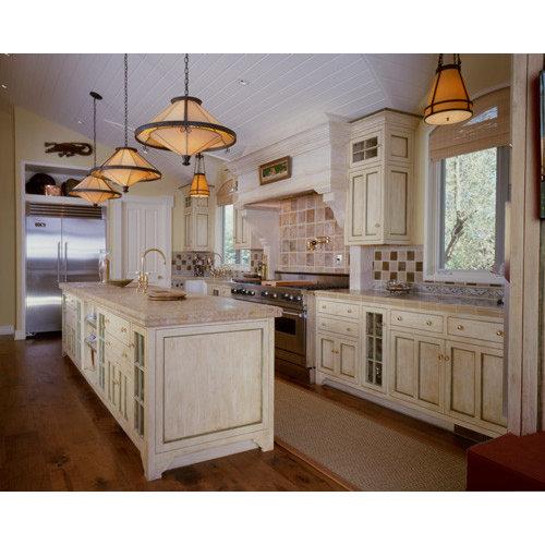 Foto e idee per cucine cucina con top piastrellato e for Cucina in stile ranch