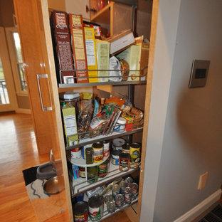 ボストンの中サイズのコンテンポラリースタイルのおしゃれなキッチン (ドロップインシンク、フラットパネル扉のキャビネット、淡色木目調キャビネット、テラゾーカウンター、サブウェイタイルのキッチンパネル、シルバーの調理設備の、無垢フローリング、グレーのキッチンパネル) の写真