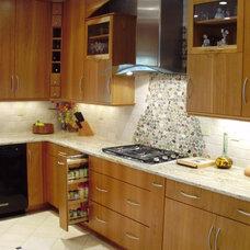Modern Kitchen by Designing Richmond