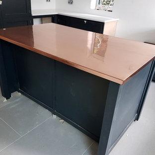 Große Moderne Küche mit Kupfer-Arbeitsplatte in London