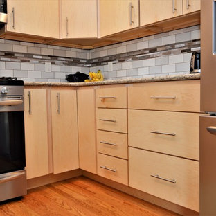 Photo of a mid-sized midcentury u-shaped eat-in kitchen in Chicago with an undermount sink, flat-panel cabinets, light wood cabinets, quartzite benchtops, multi-coloured splashback, ceramic splashback, stainless steel appliances, medium hardwood floors, no island, brown floor and brown benchtop.