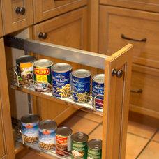 Traditional Kitchen by Davisville Kitchens