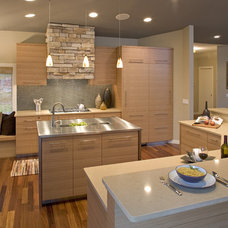 Modern Kitchen by Eminent Interior Design