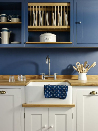 Beach Style Kitchen by Coppice Guild