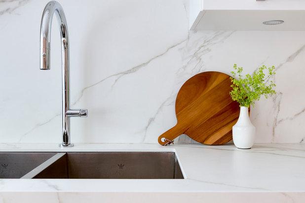 Современная классика Кухня by Hibou Design & Co.