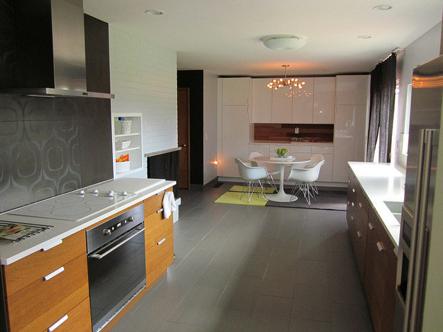 Midcentury Kitchen by Ready to Sell PDX