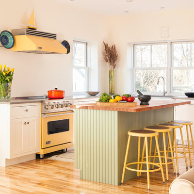 Inspiration for an eclectic l-shaped open concept kitchen remodel in Boston with shaker cabinets, white cabinets and colored appliances