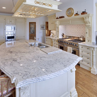 Inspiration for a timeless kitchen remodel in Orange County