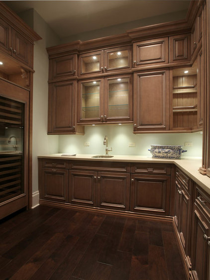 Tropical Kitchen by Ruffino Cabinetry