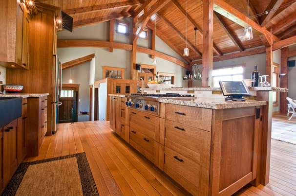 Traditional Kitchen by River City Woodworks