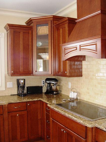 Tropical Kitchen by Jennifer Morgenthau Architect, LLC