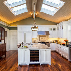Traditional Kitchen by Pinneo Construction