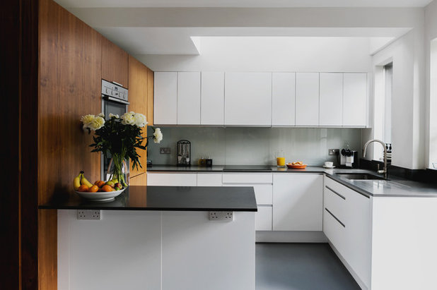 Contemporary Kitchen by Emil Eve Architects