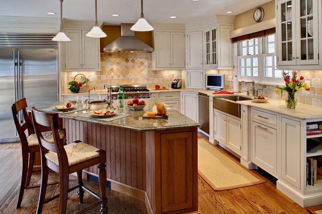 Farmhouse Kitchen by Sawhorse Designs