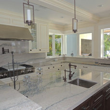 Traditional Kitchen by Robelen Hanna Homes - Luxury Homes & Remodeling