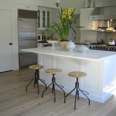 Traditional Kitchen by JMKA | architects