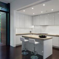 Modern Kitchen by Specht Harpman Architects