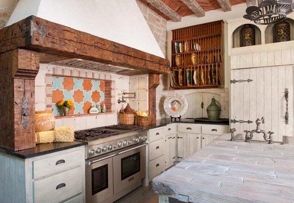 Mediterranean Kitchen by Gage Homes Inc.