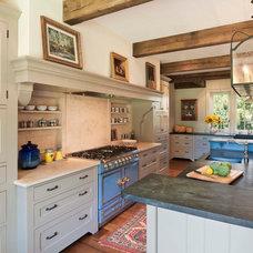 Farmhouse Kitchen by John Milner Architects, Inc.