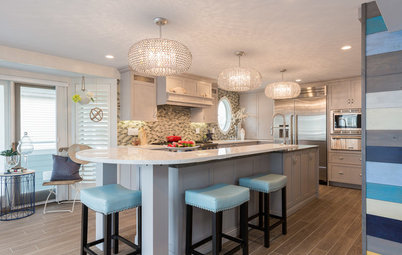 Kitchen of the Week: Beachy Good Looks and a Layout for Fun