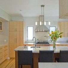 Modern Kitchen by Chris Donatelli Builders