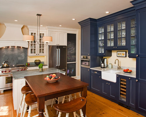 Farmhouse U Shaped Eat In Kitchen Idea Philadelphia With A Sink