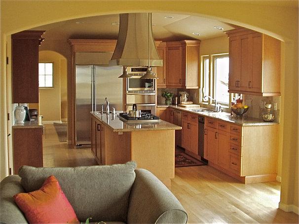 Mediterranean Kitchen by Steven Corley Randel, Architect