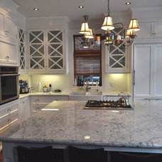 Traditional Kitchen by Atelier des Compagnons