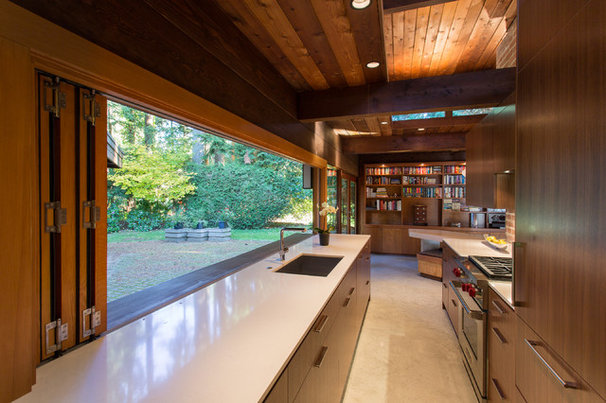 Midcentury Kitchen by Synthesis Design Inc.