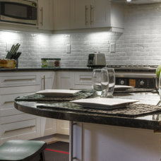 Contemporary Kitchen by Robinwood Kitchens