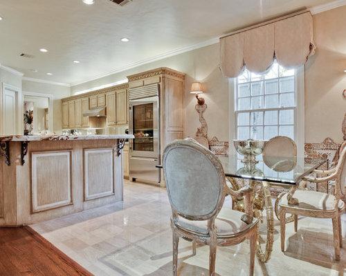 Shabby Chic Cucine : Cucina ad ambiente unico shabby chic style con pavimento in marmo