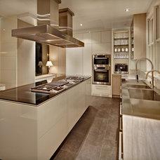 Modern Kitchen Cabinetry by Cottonwood Fine Kitchen Furniture