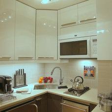 Contemporary Kitchen by Laurence Tamaccio Design Destinations