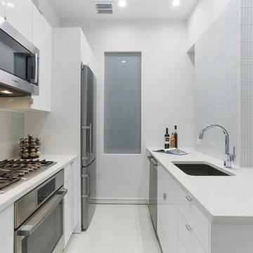 New York Small Open Kitchen with Clean Lines