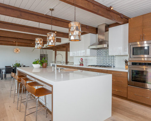 Midcentury kitchen design ideas remodel pictures houzz for Mid century modern kitchen cabinets