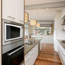 Contemporary Kitchen by Art of Kitchens Pty Ltd