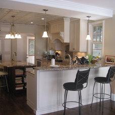 Kitchen by Metropolitan Cabinets & Countertops