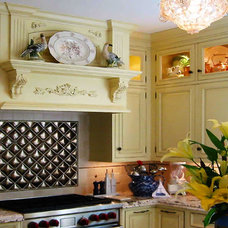 Traditional Kitchen by david phillips