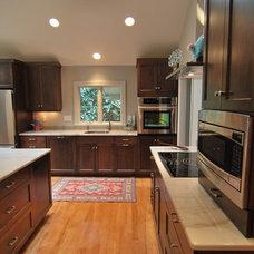 Modern Kitchen by Jessica Williamson