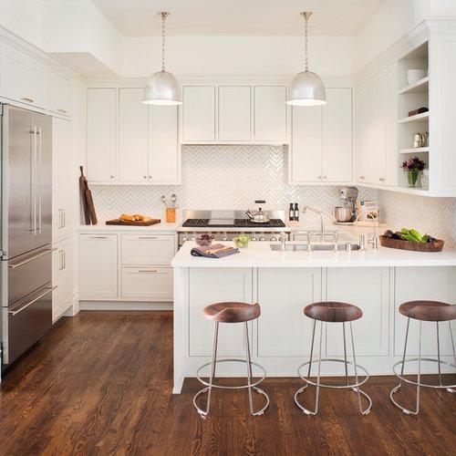 White Kitchen Peninsula: Peninsula Seating