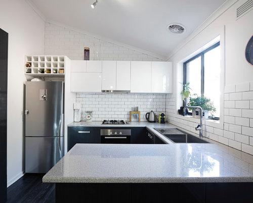 Kleine Küchen mit Rückwand-Fenster Ideen, Design & Bilder | Houzz