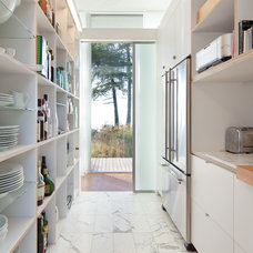 Modern Kitchen by Heliotrope Architects