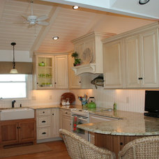 Beach Style Kitchen by Cindy Kelly Kitchen Design