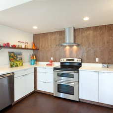 Contemporary Kitchen by Seattle Staged to Sell LLC