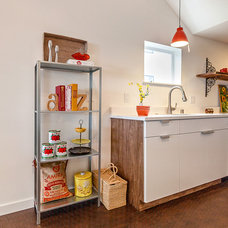 Contemporary Kitchen by Seattle Staged to Sell and Design LLC