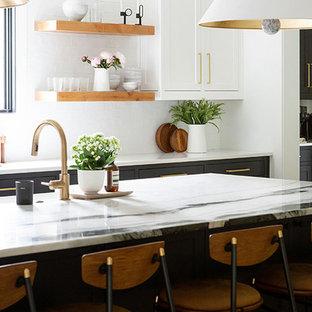Идея дизайна: большая параллельная кухня-гостиная в стиле модернизм с фасадами в стиле шейкер, черными фасадами, белым фартуком, светлым паркетным полом, островом, коричневым полом и белой столешницей