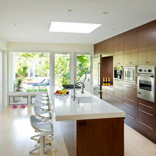 Midcentury Kitchen by Woodhouse Architecture